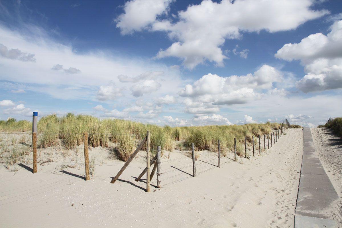 pad naar strand, strandhuisjes